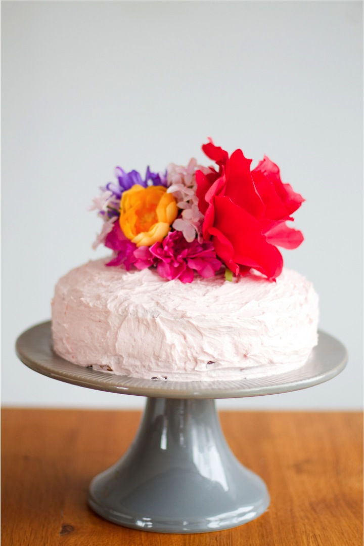 Cake Decoration Fresh Flowers : {rock it yourself} artificial flower cake topper This ...