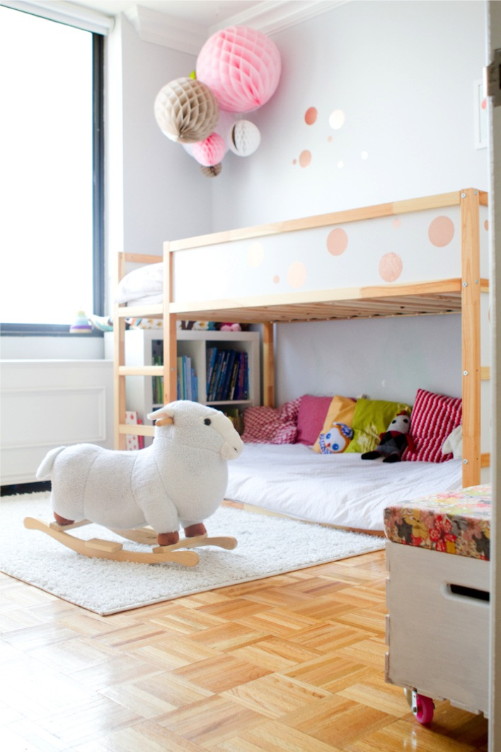 the girls 39 new bedroom this little street this little street. Black Bedroom Furniture Sets. Home Design Ideas