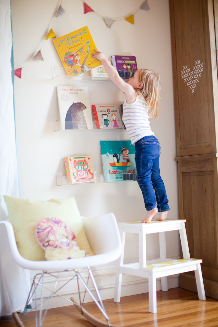 diy clear nursery shelves read baby read this little. Black Bedroom Furniture Sets. Home Design Ideas