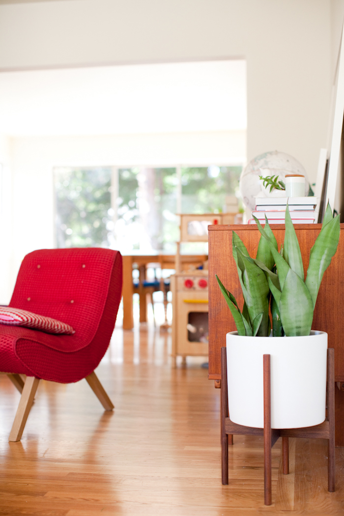 Greatest Giveaway | Mid-century modern planter with Modernica | This Little  IZ31